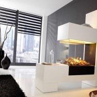вариант яркого дизайна вазы с декоративными ветками фото