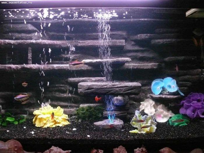 идея оригинального декорирования аквариума