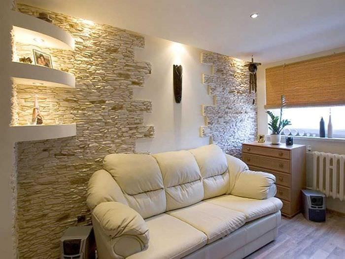 идея яркого оформления интерьера гостиной