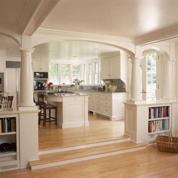 вариант необычного декора гостиной с аркой