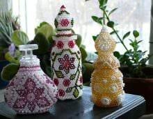 вариант яркого декорирования бутылок бисером картинка