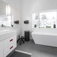 идея красивого интерьера белой ванной комнаты фото