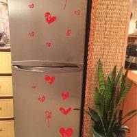идея оригинального украшения холодильника фото