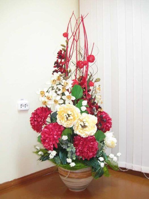 идея праздничного декорирования предметов к 8 марта