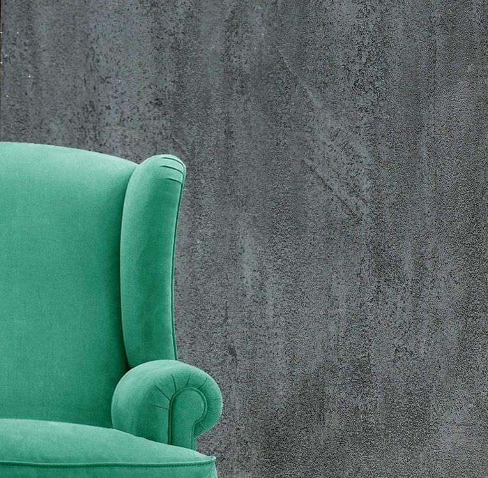 вариант красивой декоративной штукатурки в интерьере гостиной под бетон