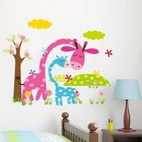 идея красивого декора комнаты с декоративным рисунком на стене картинка