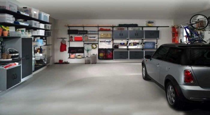 вариант оригинального интерьера гаража