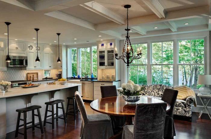идея необычного дизайна большой кухни