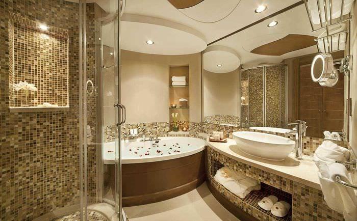 идея яркого стиля ванной комнаты