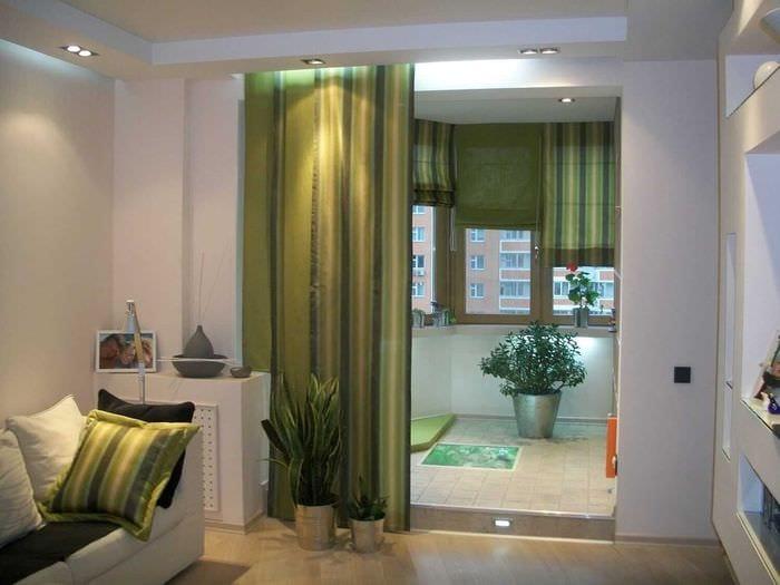 Декоративные шторы в дверной проем: виды, особенности, 75 фо.