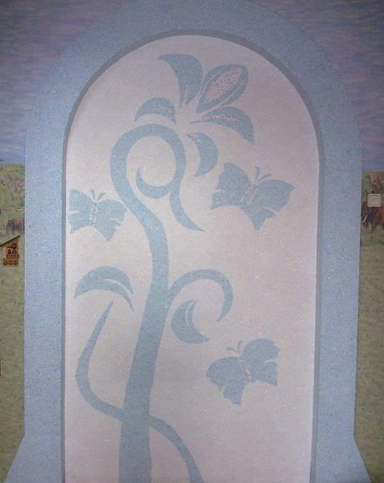 идея необычного дизайна комнаты с декоративным рисунком на стене