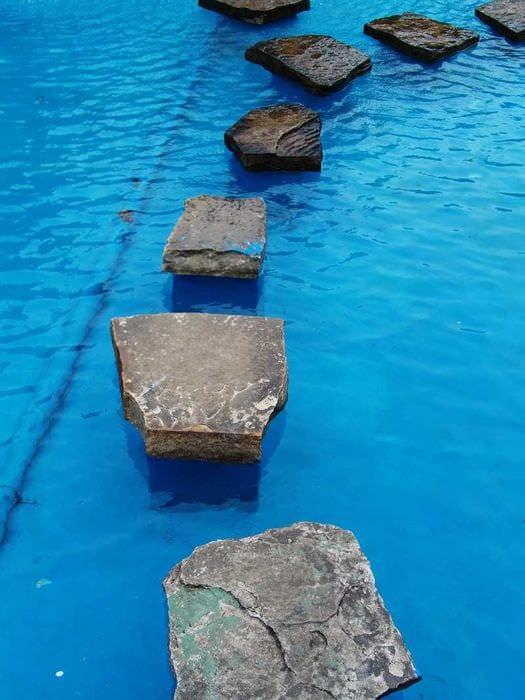 идея необычного стиля маленького бассейна