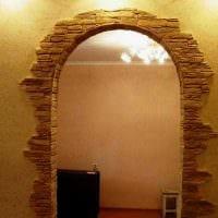 вариант красивого интерьера гостиной с аркой картинка