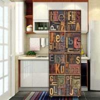 идея необычного оформления холодильника на кухне картинка