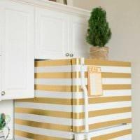 идея необычного декорирования холодильника на кухне картинка