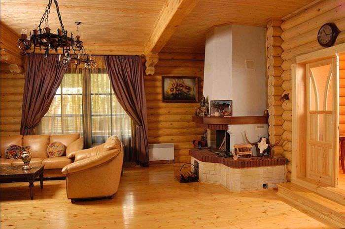 вариант яркого дизайна дома в деревне