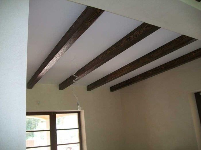 Декоративная балка на потолок своими руками из дерева 35