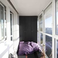 вариант оригинального дизайна небольшого балкона фото
