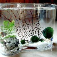 вариант красивого украшения настольной вазы фото