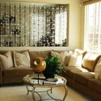 вариант красивых декоративных штор в интерьере комнаты картинка
