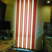 идея необычных декоративных штор в интерьере комнаты фото