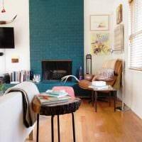 вариант применения необычного декоративного кирпича в интерьере квартиры картинка