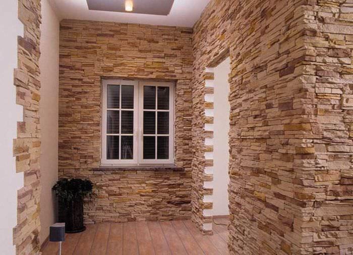 идея применения красивого декоративного кирпича в интерьере гостиной