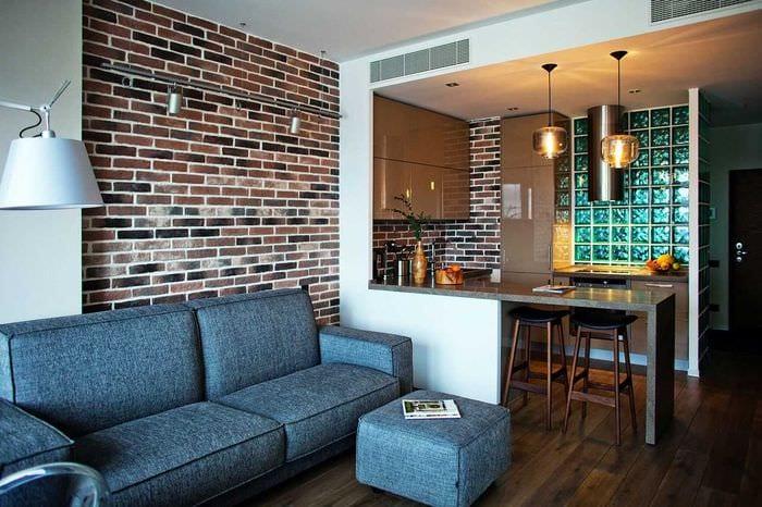 вариант применения необычного декоративного кирпича в дизайне квартиры