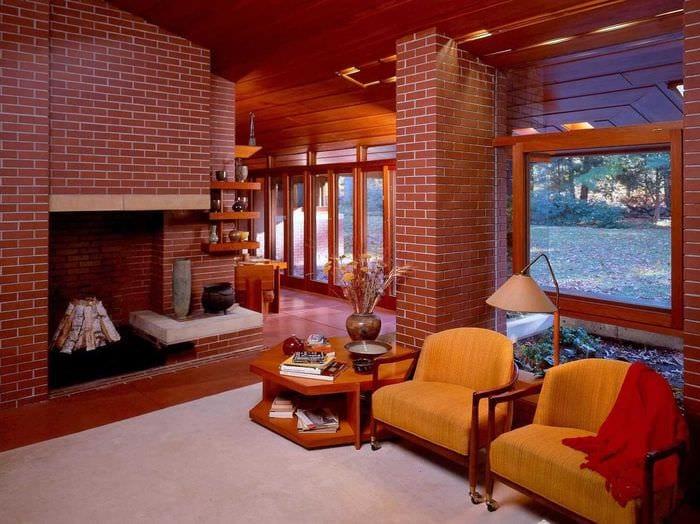 идея применения красивого декоративного кирпича в дизайне гостиной