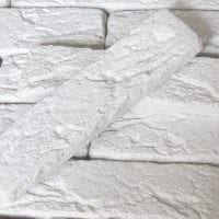 идея применения необычного декоративного кирпича в интерьере квартиры фото