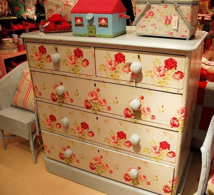 вариант замены обшивки шкафа подручными материалами