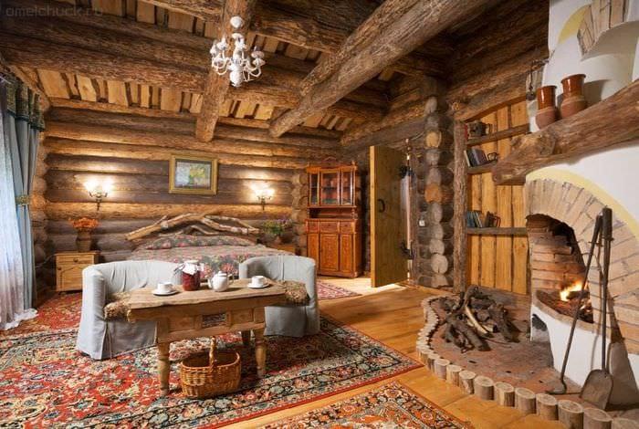 вариант оригинального декора квартиры в деревенском стиле
