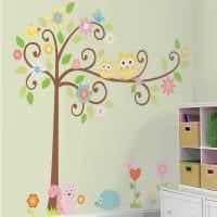 вариант оригинального декора комнаты с декоративным рисунком на стене фото
