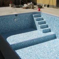 идея оригинального интерьера маленького бассейна фото
