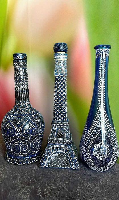 вариант красивого декорирования стеклянных бутылок бисером