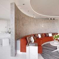 идея красивого интерьера комнаты с декоративной штукатуркой фото