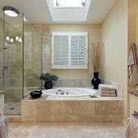 вариант яркого стиля ванной комнаты в квартире картинка