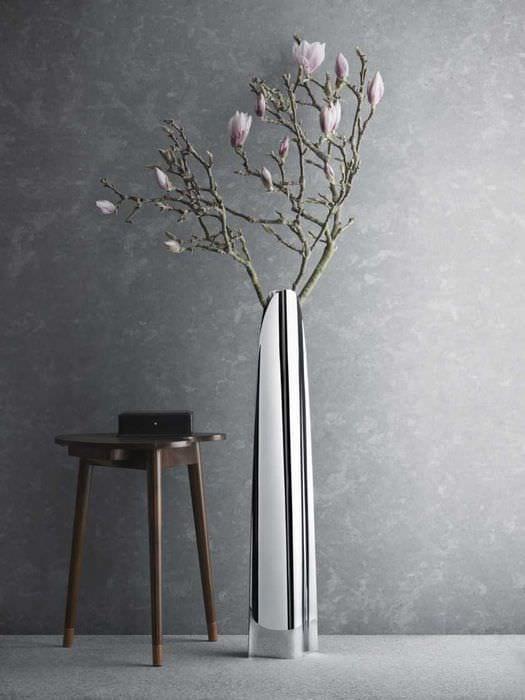вариант яркого дизайна вазы с декоративными ветками