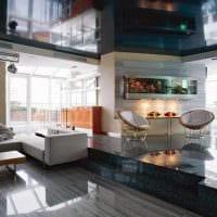идея яркого оформления стен в гостиной картинка