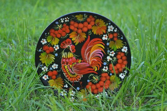 Декоративные тарелки на стену: способы декорирования, 75 фото, видео 7