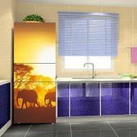 вариант оригинального декорирования холодильника на кухне картинка