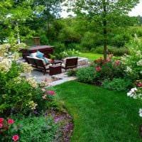 идея современного дизайна двора частного дома картинка