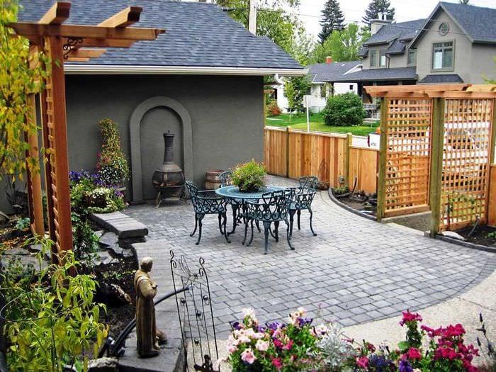 идея современного украшения двора