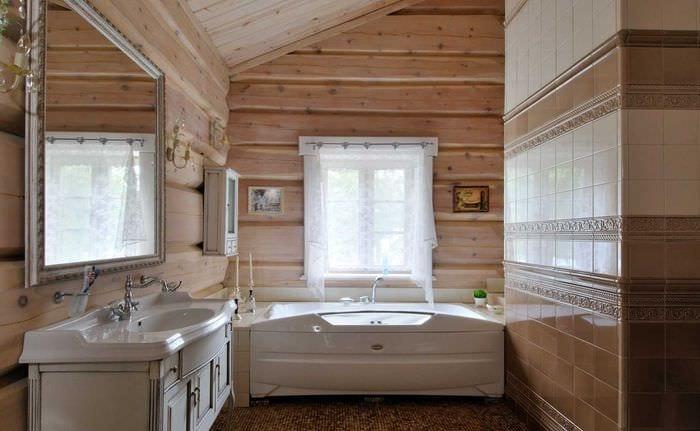 Kopalnica v leseni hiši fotografijo