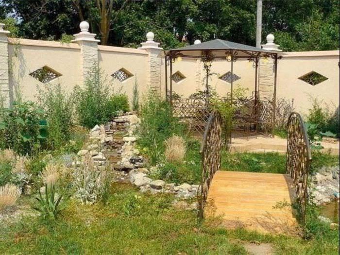 Как красиво благоустроить двор частного дома фото своими руками 84