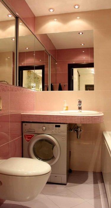 идея яркого дизайна ванной 2.5 кв.м