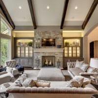 идея яркого дизайна зала в частном доме фото