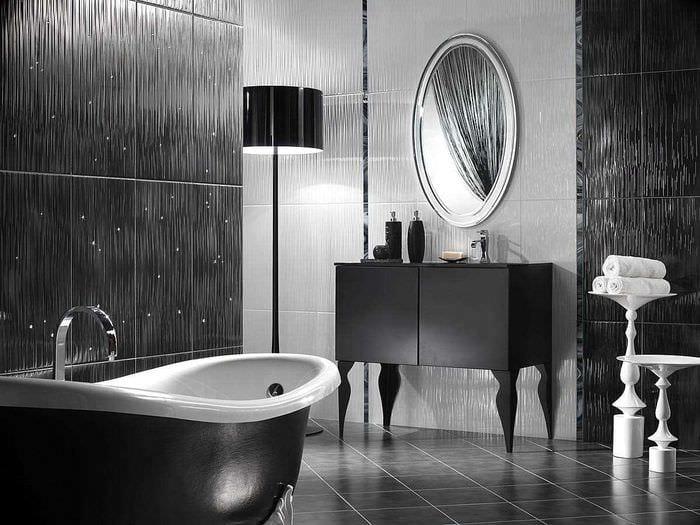 вариант яркого стиля большой ванной