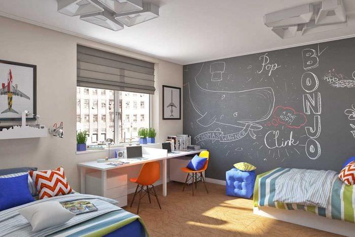 вариант яркого дизайна детской комнаты для двух мальчиков