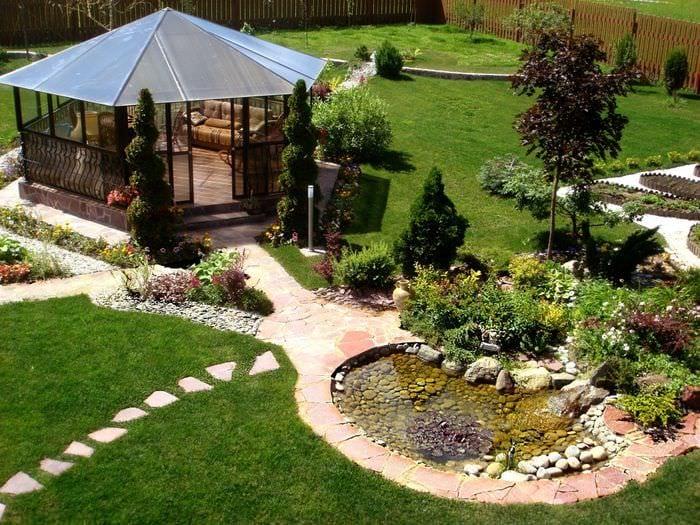 идея необычного ландшафного дизайна частного двора